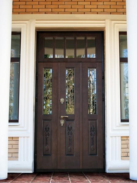 двери двустворчатые входные для коттеджей