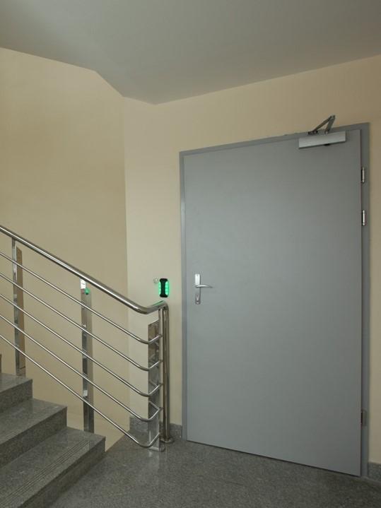 двери металлические на общую лестничную площадку
