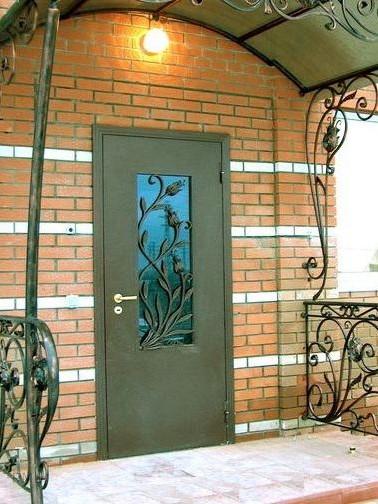 изготовление и установка уличных металлических дверей в москве